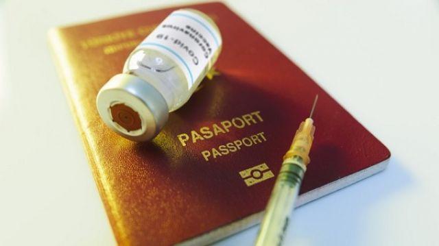 Διακυβεύεται η προστασία των ανθρωπίνων δικαιωμάτων με τα «διαβατήρια εμβολιασμών»